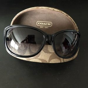 Coach sunglasses 🕶